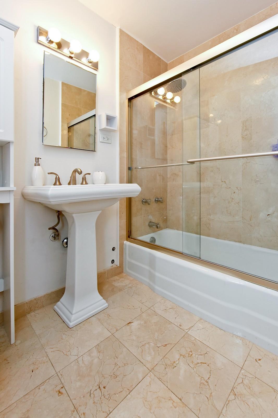 Real Estate Photography - 1360 Sandburg, 2103, Chicago, IL, 60610 - Bathroom