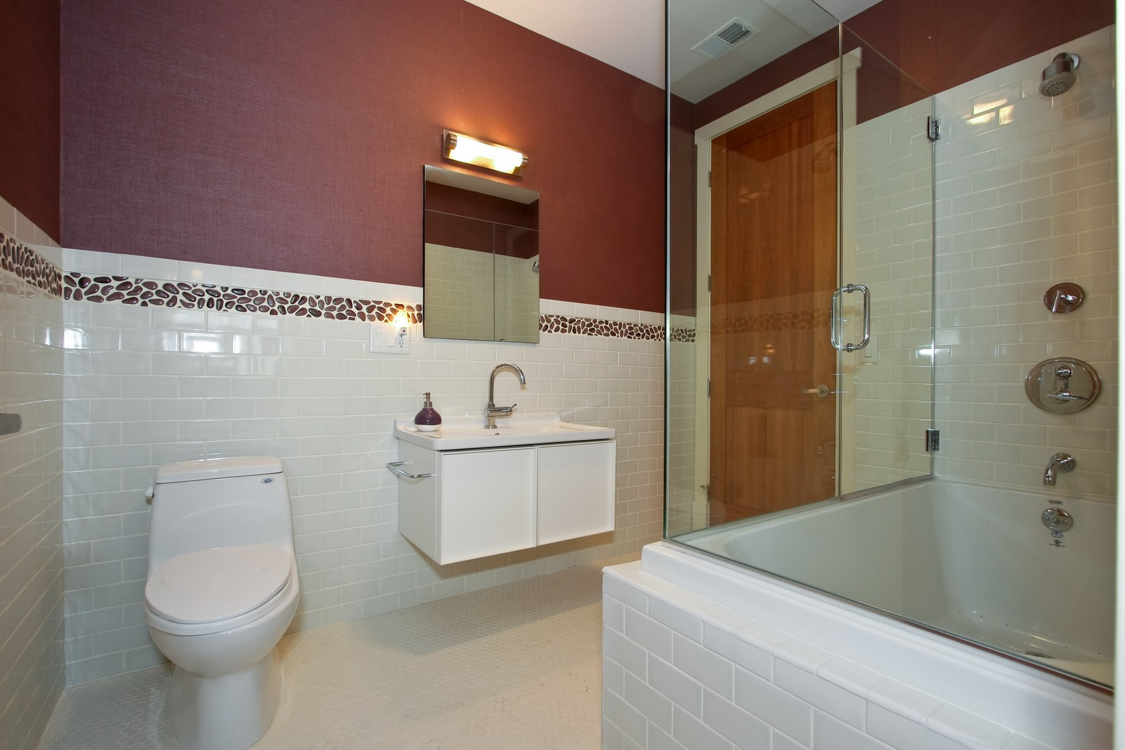 Real Estate Photography - 444 W. 38th Street, Chicago, IL, 60609 - 2nd Floor Hall Bath