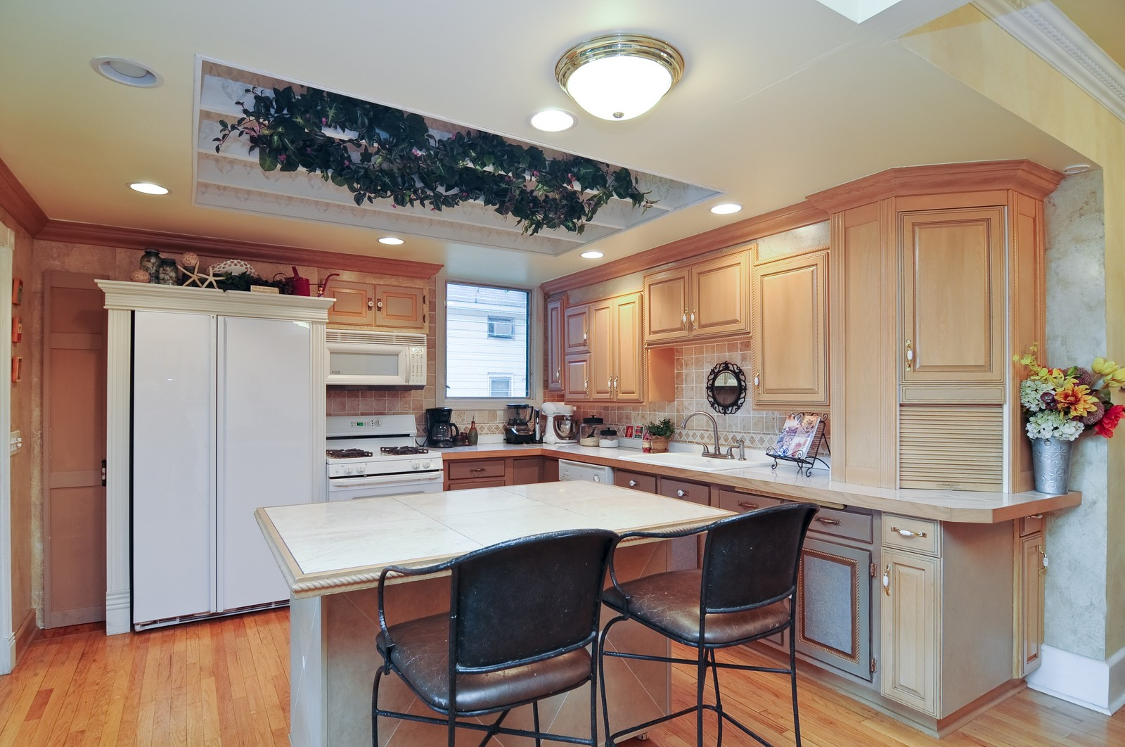 Real Estate Photography - 158 S. Lake, Grayslake, IL, 60030 - Kitchen