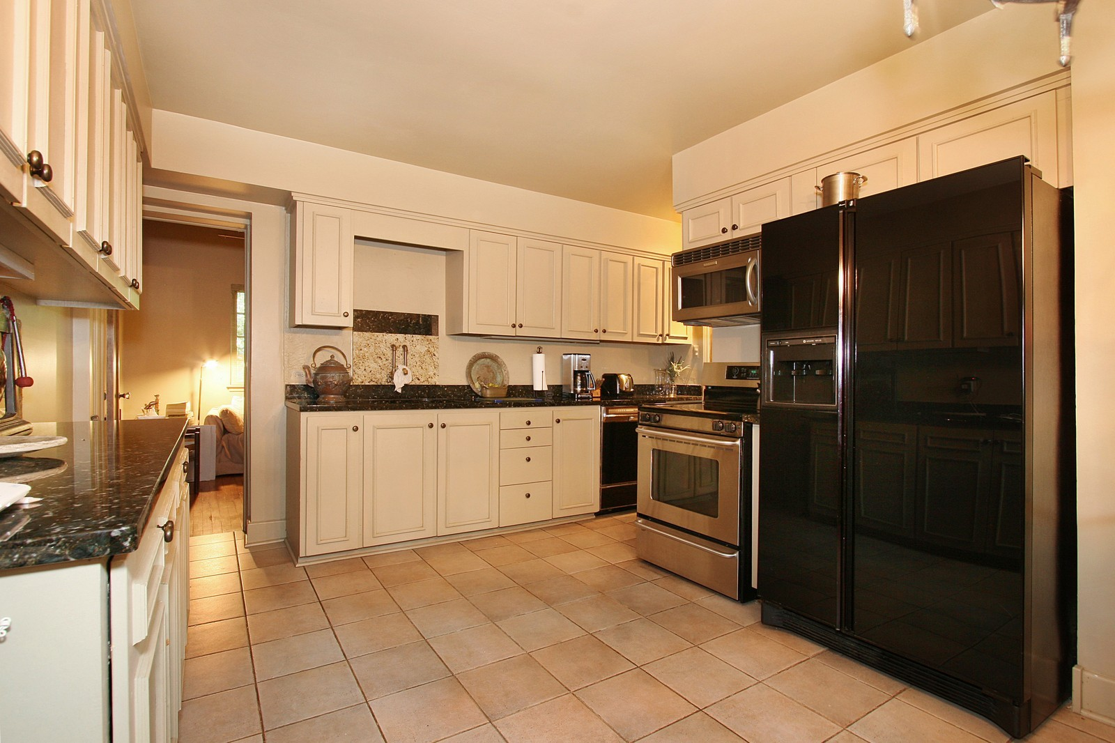 Real Estate Photography - 8929 S. Pleasant, Chicago, IL, 60643 - Kitchen