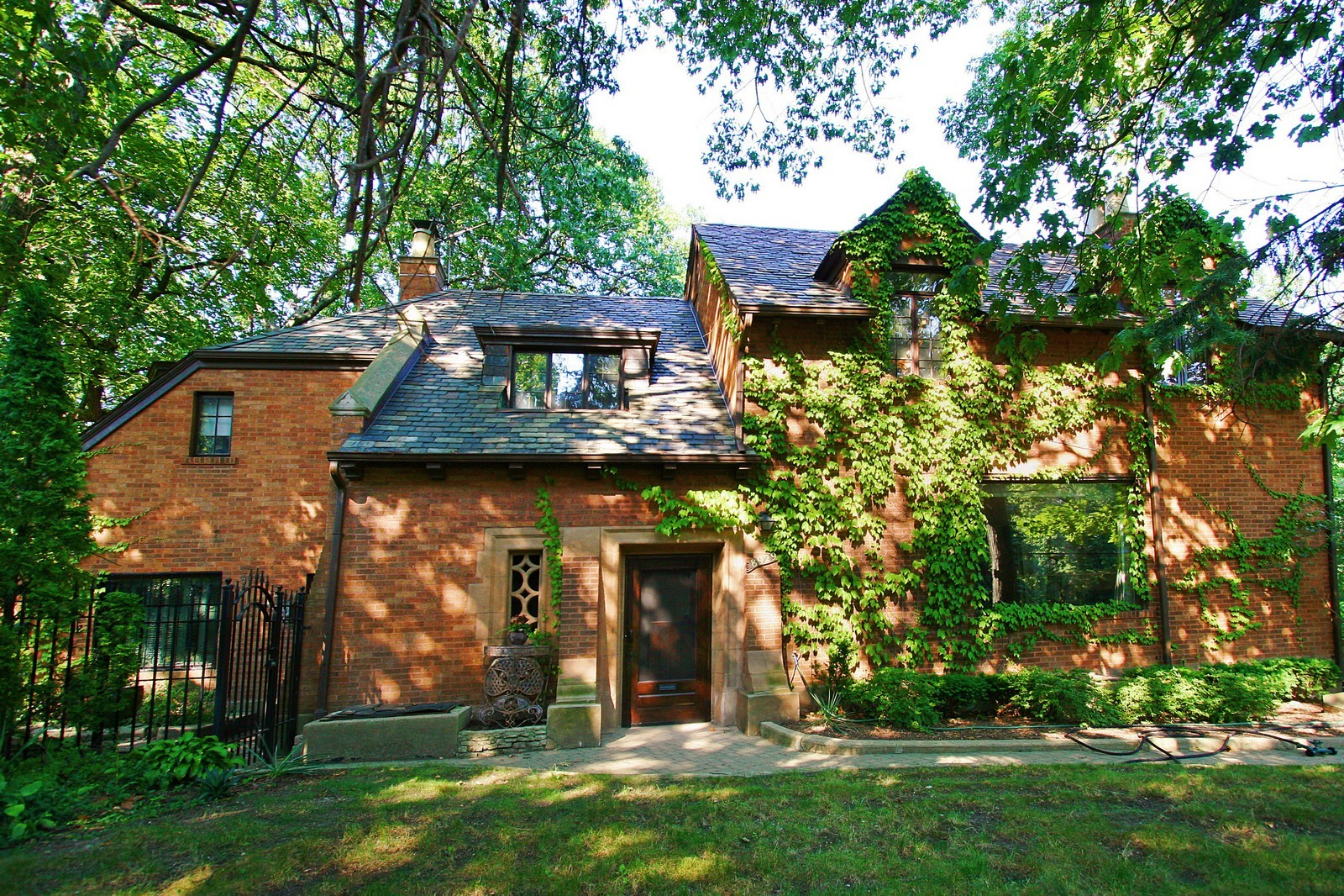 Real Estate Photography - 8929 S. Pleasant, Chicago, IL, 60643 - Front View