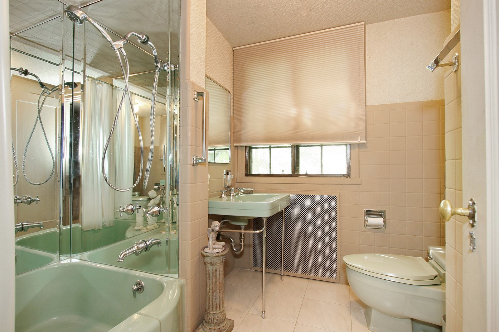 Real Estate Photography - 8929 S. Pleasant, Chicago, IL, 60643 - Bathroom