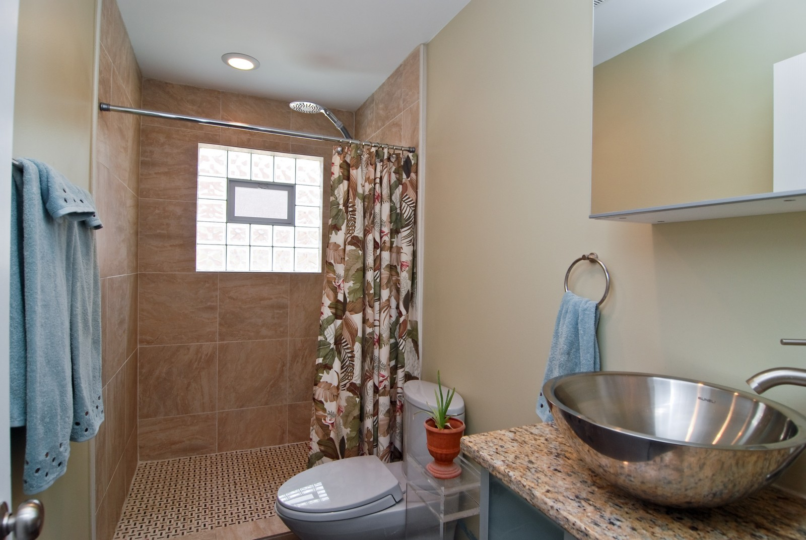 Real Estate Photography - 1787 W Touhy, B, Chicago, IL, 60626 - Bathroom