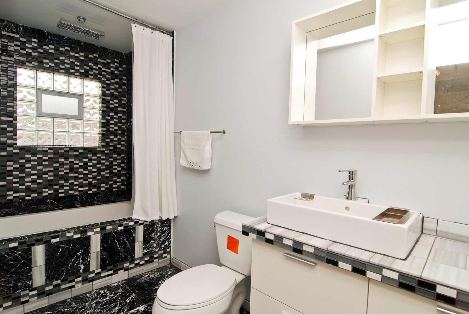 Real Estate Photography - 1787 W Touhy, B, Chicago, IL, 60626 - 2nd Bathroom