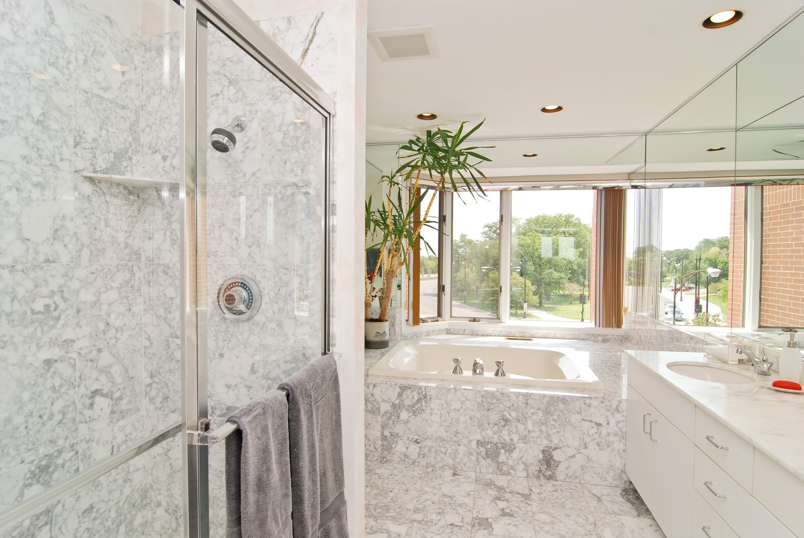 Real Estate Photography - 1720 N LaSalle, 25, Chicago, IL, 60614 - Master Bathroom