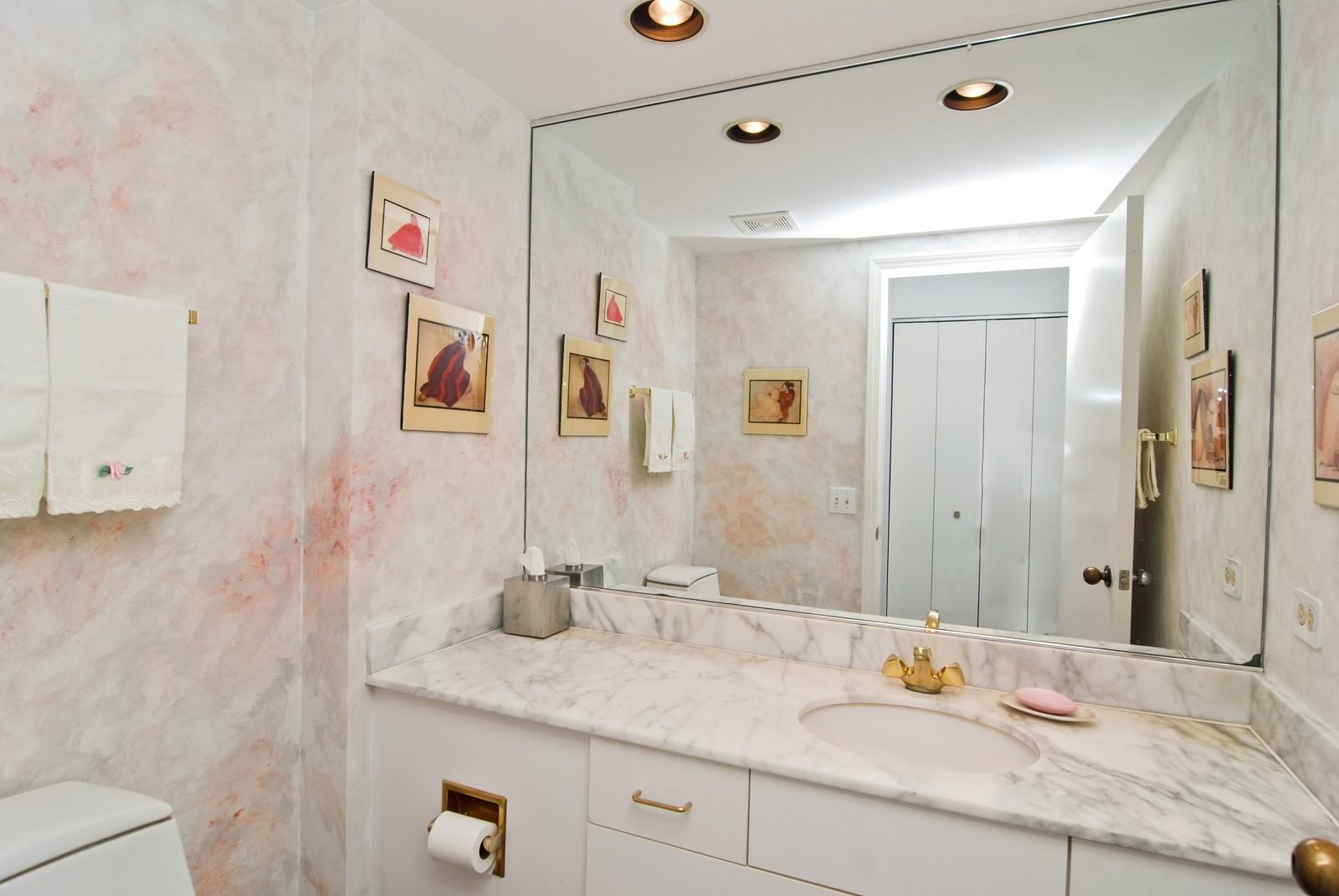 Real Estate Photography - 1720 N LaSalle, 25, Chicago, IL, 60614 - Bathroom