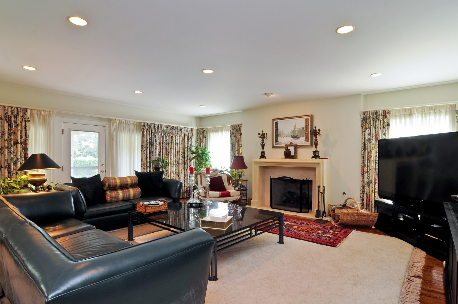 Real Estate Photography - 1390 Kathryn, Lake Forest, IL, 60045 - Family Room