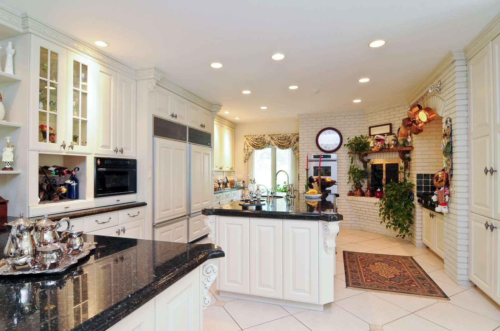 Real Estate Photography - 1390 Kathryn, Lake Forest, IL, 60045 - Kitchen