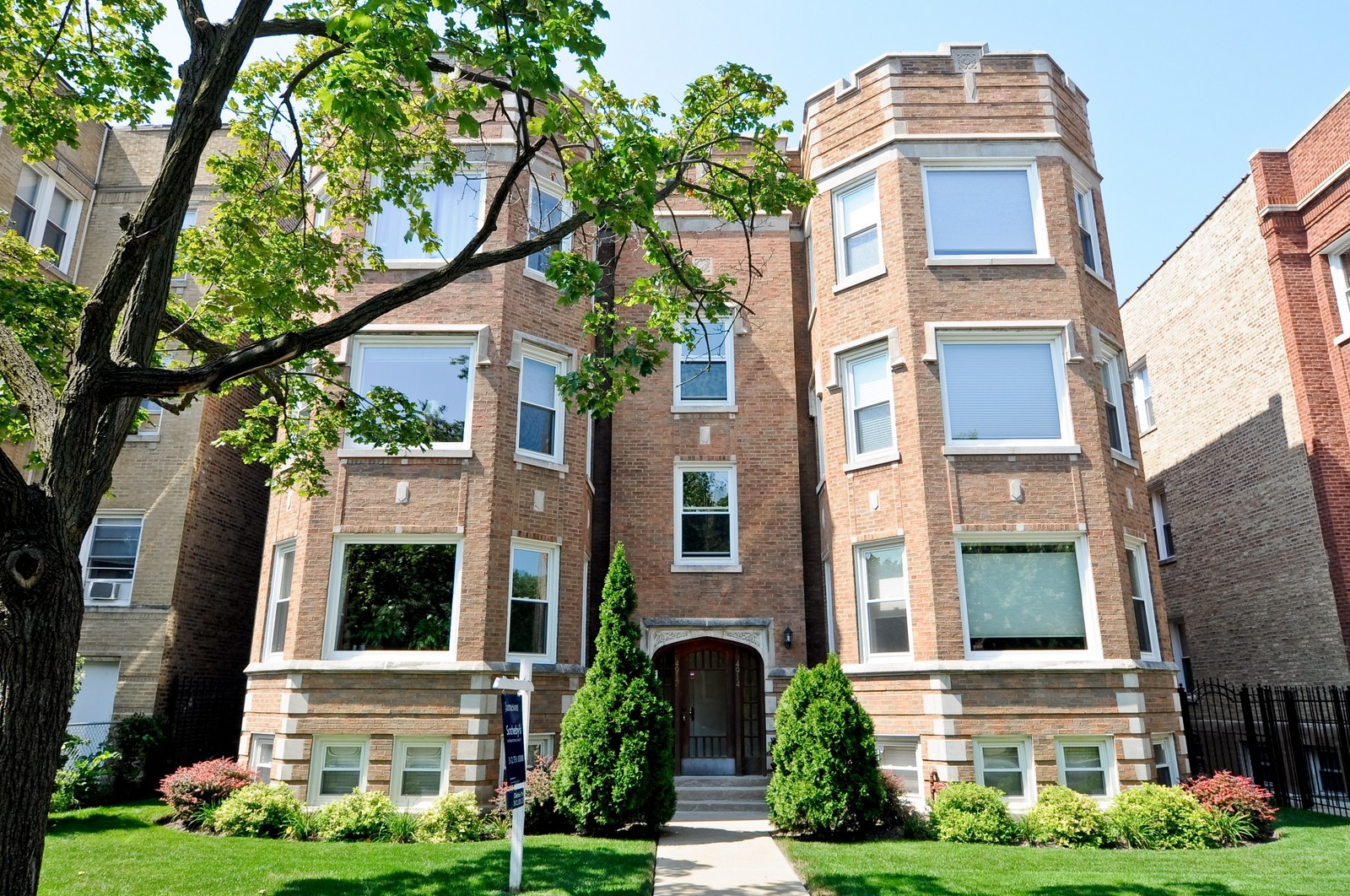 Real Estate Photography - 4912 N. St. Louis Ave, 2S, Chicago, IL, 60625 - Front View