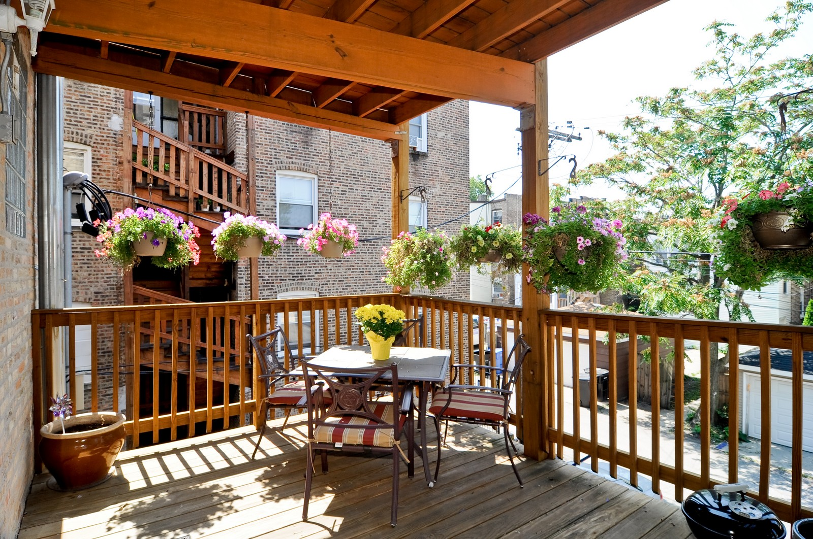Real Estate Photography - 4912 N. St. Louis Ave, 2S, Chicago, IL, 60625 - Deck