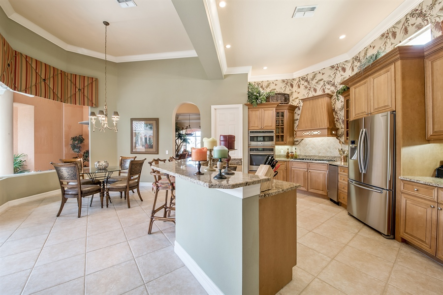 Real Estate Photography - 3071 TERRAMAR DR, NAPLES, FL, 34119 - Kitchen / Breakfast Room