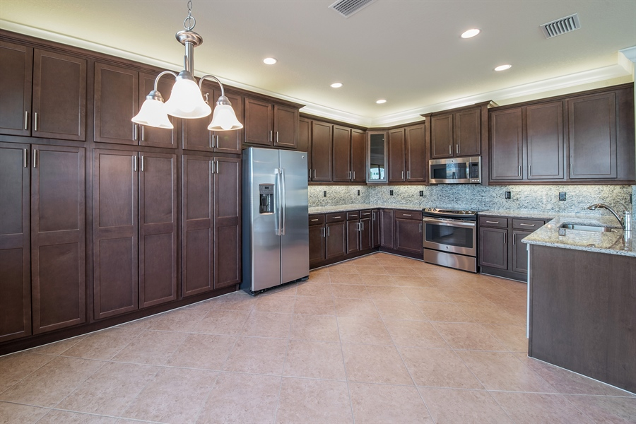 Real Estate Photography - 3599 Beaufort Ct, Naples, FL, 34119 - Kitchen / Breakfast Room