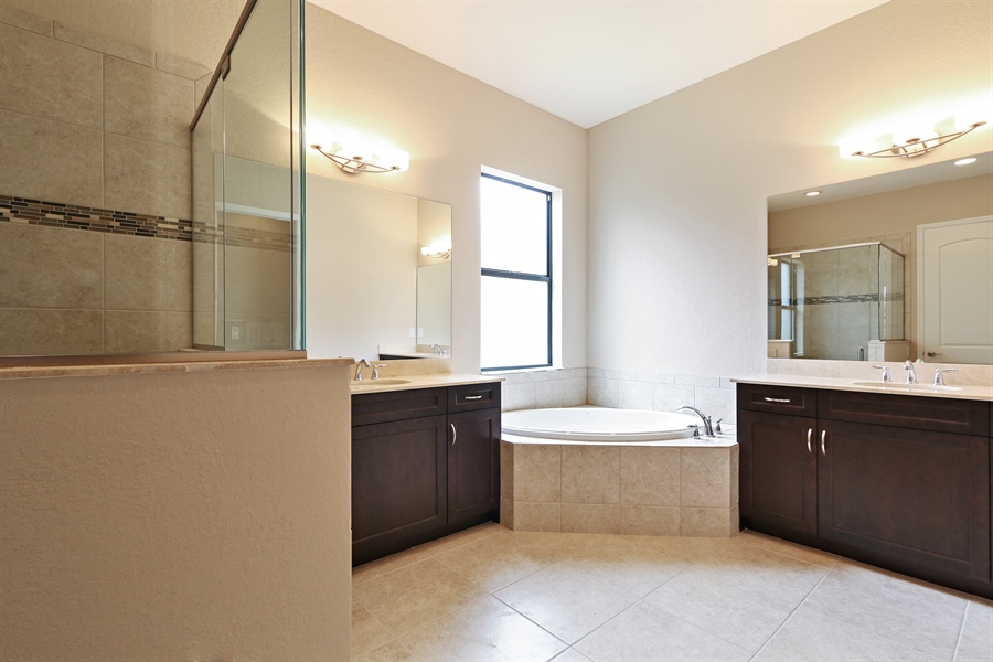 Real Estate Photography - 1509 Serrano Cir, Naples, FL, 34105 - Master Bathroom