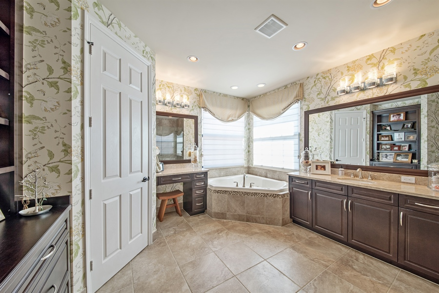 Real Estate Photography - 3359 Pacific Dr, Naples, FL, 34119 - Master Bathroom