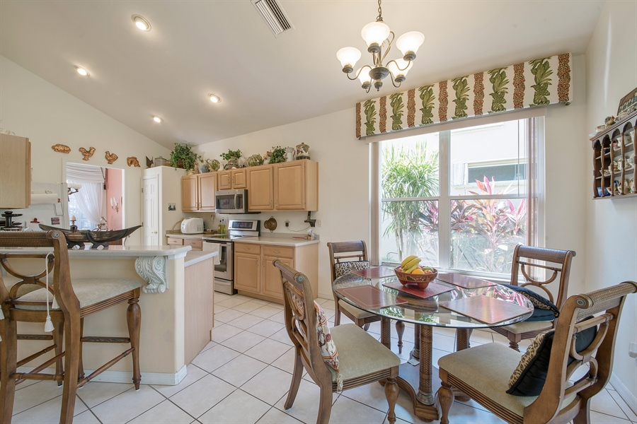 Real Estate Photography - 8829 Ventura Way, Naples, FL, 34109 - Kitchen / Breakfast Room