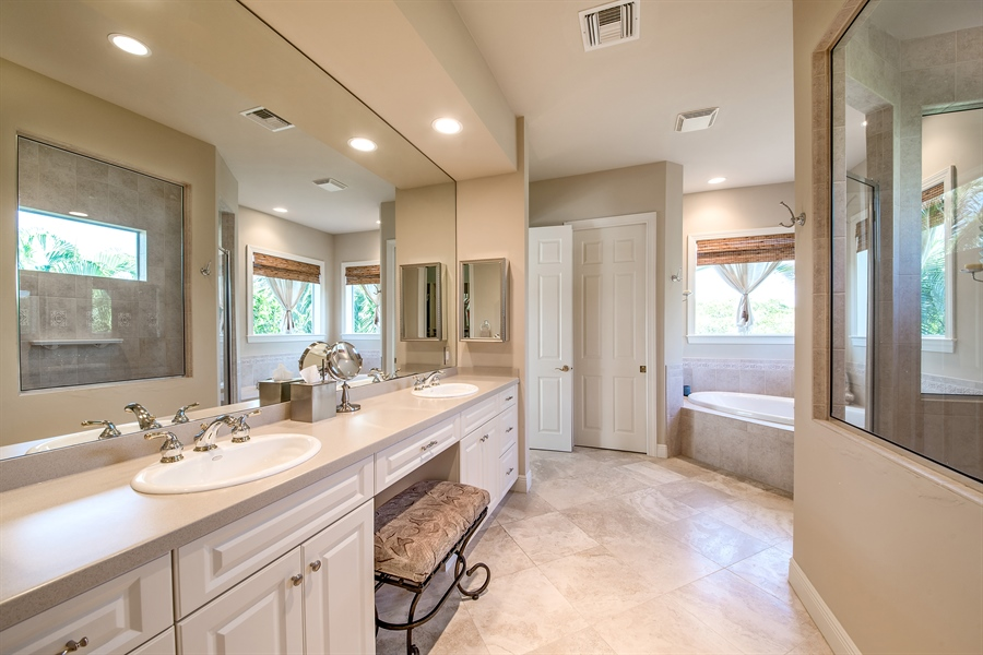 Real Estate Photography - 27640 Marina Isle Ct, Bonita Springs, FL, 34134 - Master Bathroom