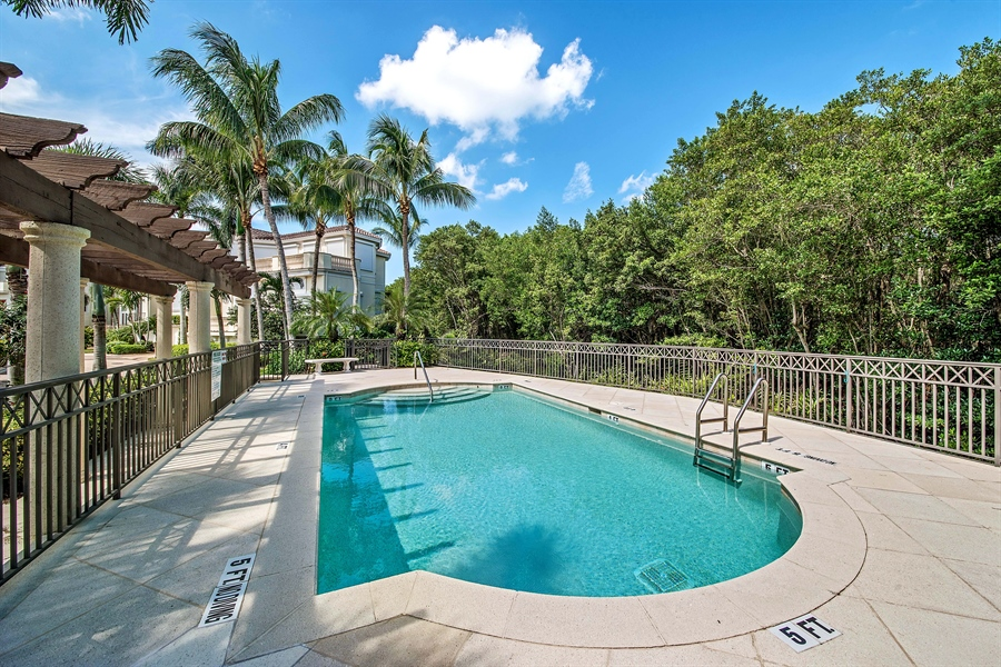 Real Estate Photography - 27640 Marina Isle Ct, Bonita Springs, FL, 34134 - Pool