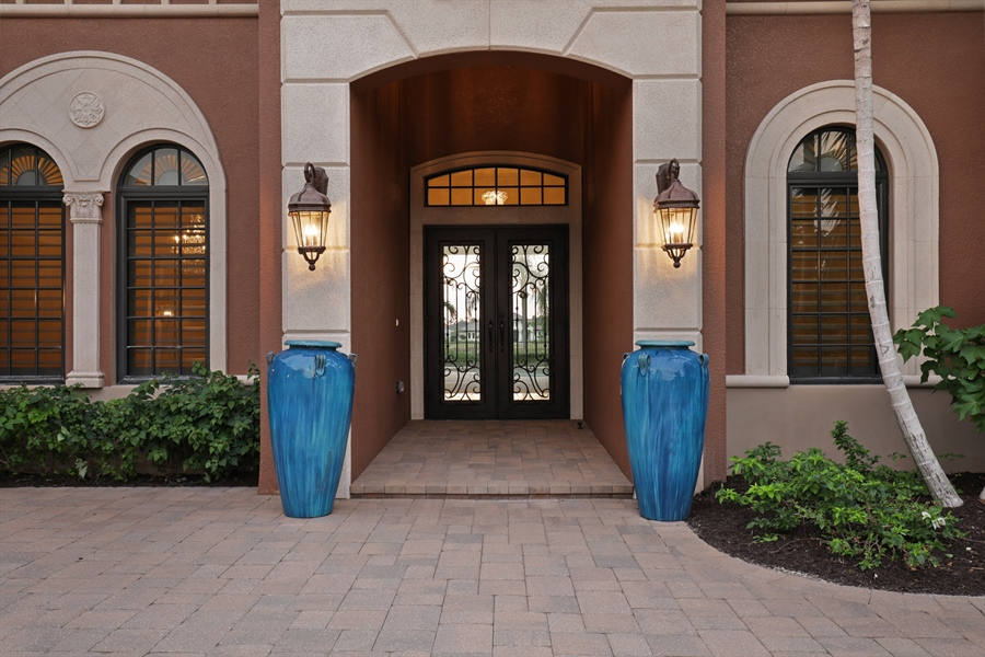 Real Estate Photography - 6037 Sunnyslope, Naples, FL, 34119 - Entryway