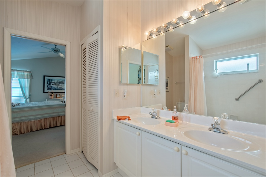 Real Estate Photography - 1577 Weybridge Cir, Naples, FL, 34110 - 3rd Bathroom