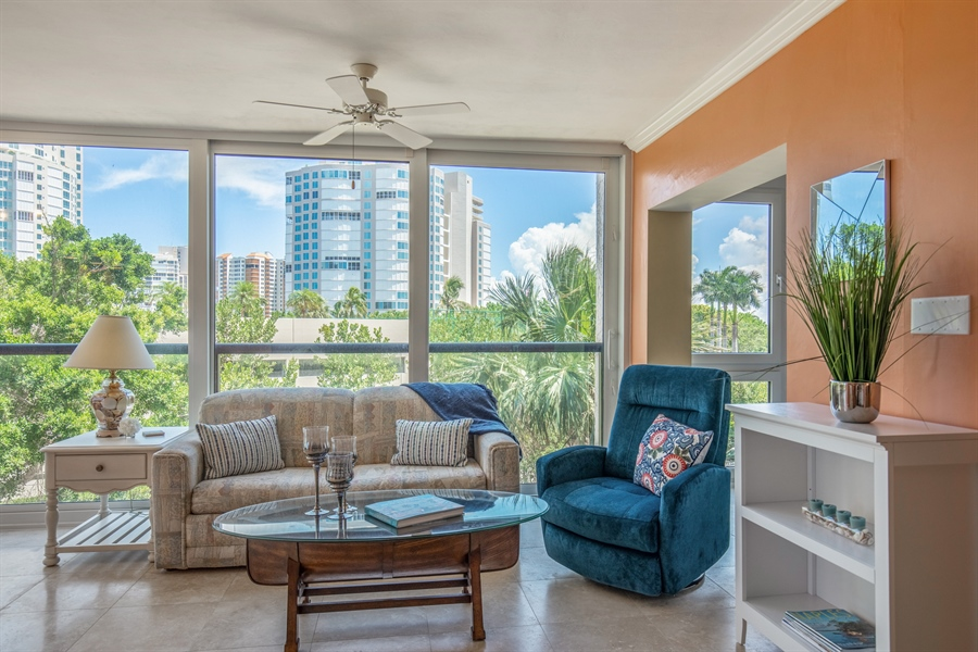 Real Estate Photography - 4031 Gulf Shore Blvd N, Unit 3C, Naples, FL, 34103 - Great Room