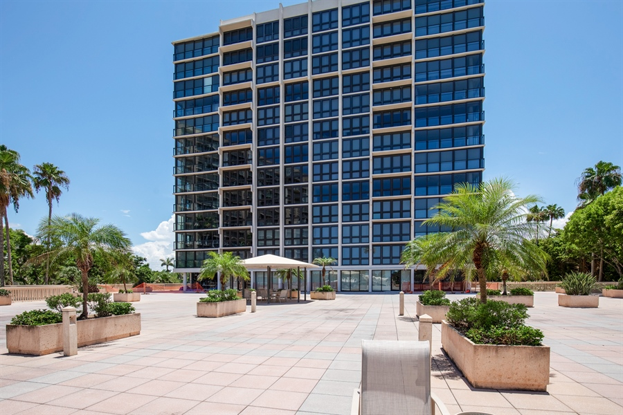 Real Estate Photography - 4031 Gulf Shore Blvd N, Unit 3C, Naples, FL, 34103 - Front View