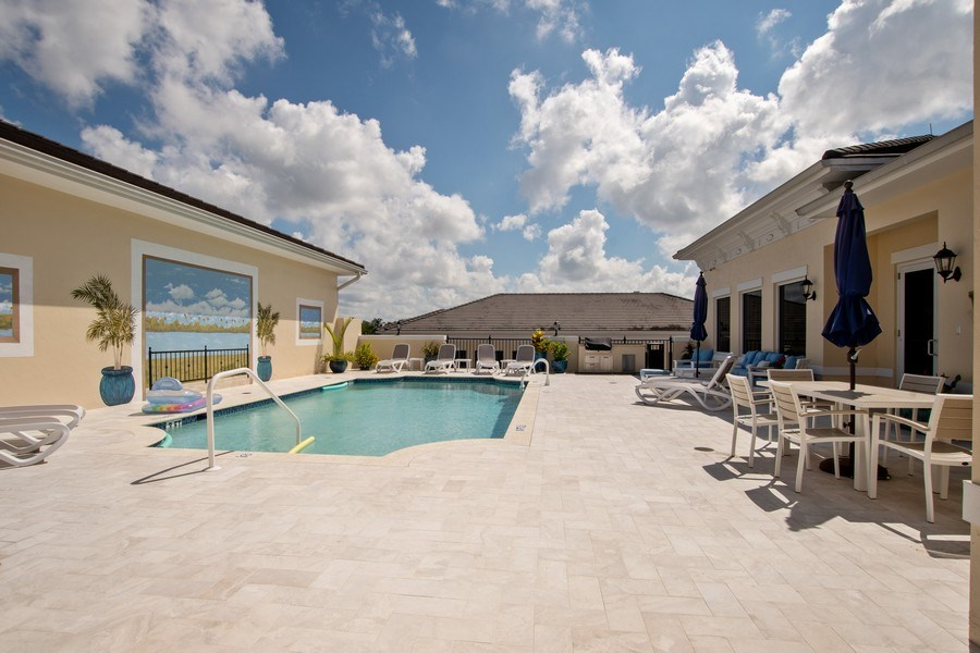 Real Estate Photography - 1400 Gulf Shore Blvd N, 309, Naples, FL, 34102 - Pool