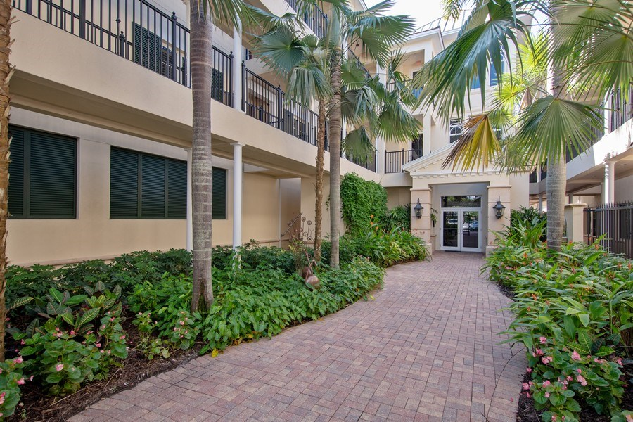 Real Estate Photography - 1400 Gulf Shore Blvd N, 309, Naples, FL, 34102 - Front View
