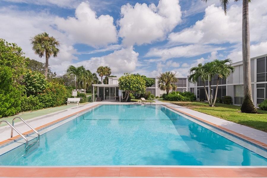 Real Estate Photography - 2064 Alamanda Drive, 24, Naples, FL, 34102 - Pool