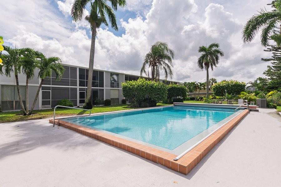Real Estate Photography - 2064 Alamanda Drive, 24, Naples, FL, 34102 - Front View