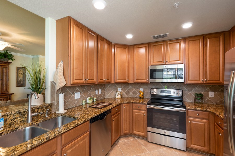 Real Estate Photography - 28040 COOKSTOWN CT 2801, BONITA SPRINGS, FL, 34135 - Kitchen