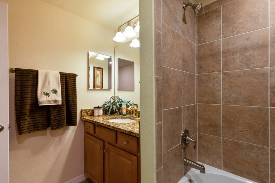 Real Estate Photography - 28040 COOKSTOWN CT 2801, BONITA SPRINGS, FL, 34135 - 2nd Bathroom