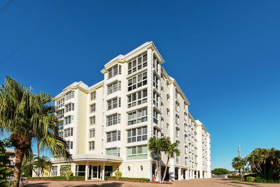 Real Estate Photography - 1900 Gulf Shore Blvd N #303, Naples, FL, 34102 - Front View