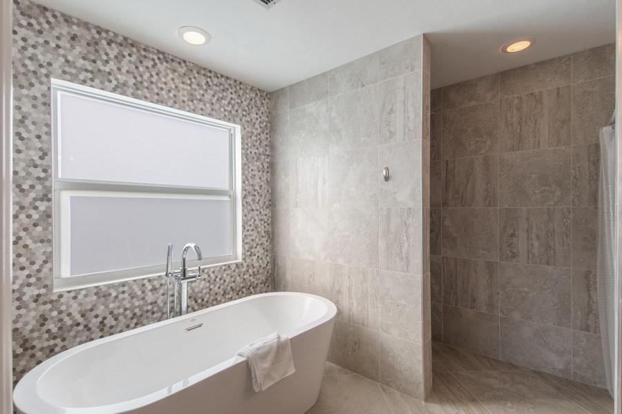 Real Estate Photography - 1542 Weybridge Cir, Naples, FL, 34110 - Master Bathroom