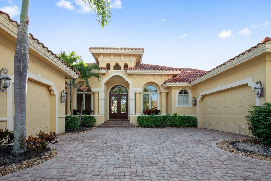 Real Estate Photography - 6710 Mossy Glen Dr, Fort Myers, FL, 33908 - Front View