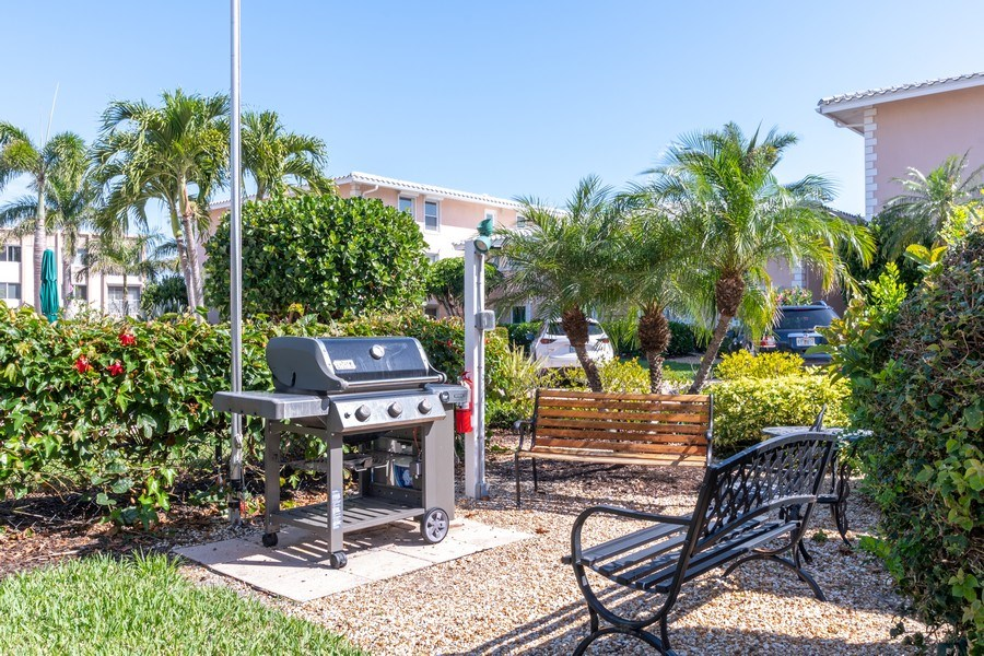 Real Estate Photography - 1910 Gulf Shore Blvd N, 106, Naples, FL, 34102 - Location 1