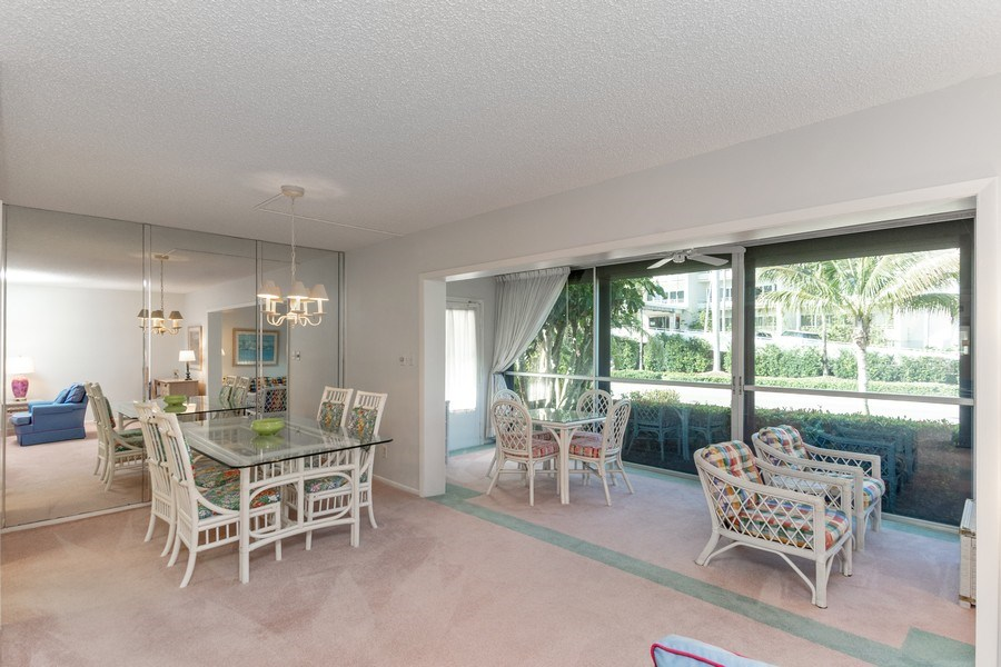 Real Estate Photography - 1910 Gulf Shore Blvd N, 106, Naples, FL, 34102 - Dining Area
