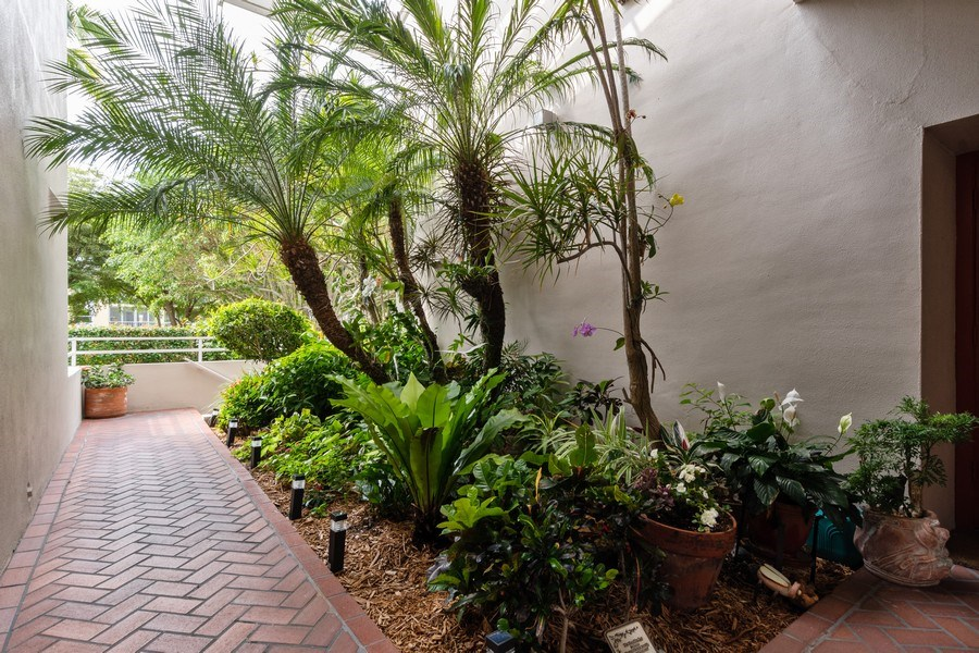 Real Estate Photography - 929 8th Ave S, Naples, FL, 34102 - Location 1