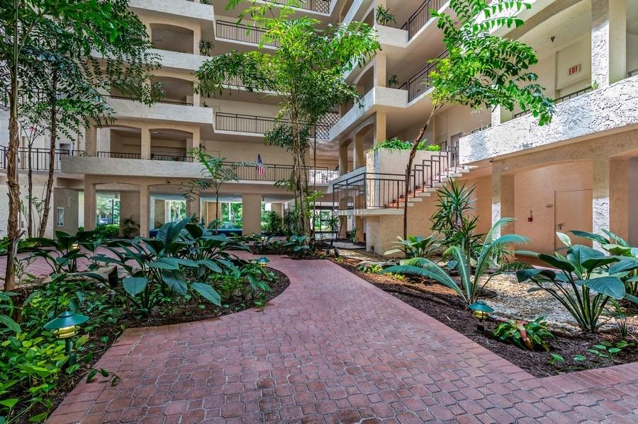 Real Estate Photography - 4031 Gulf Shore Blvd, N PH2D, Naples, FL, 34103 - Atrium