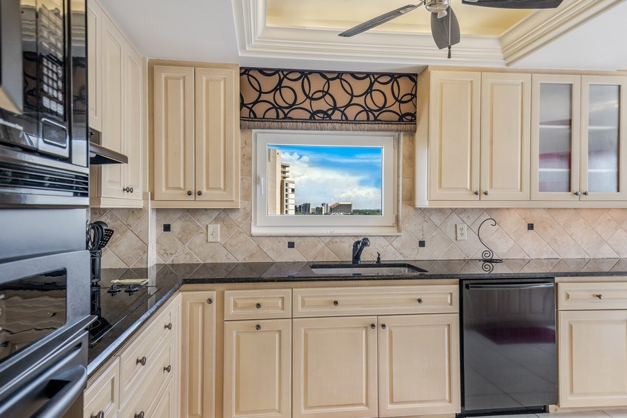 Real Estate Photography - 4031 Gulf Shore Blvd, N PH2D, Naples, FL, 34103 - Kitchen