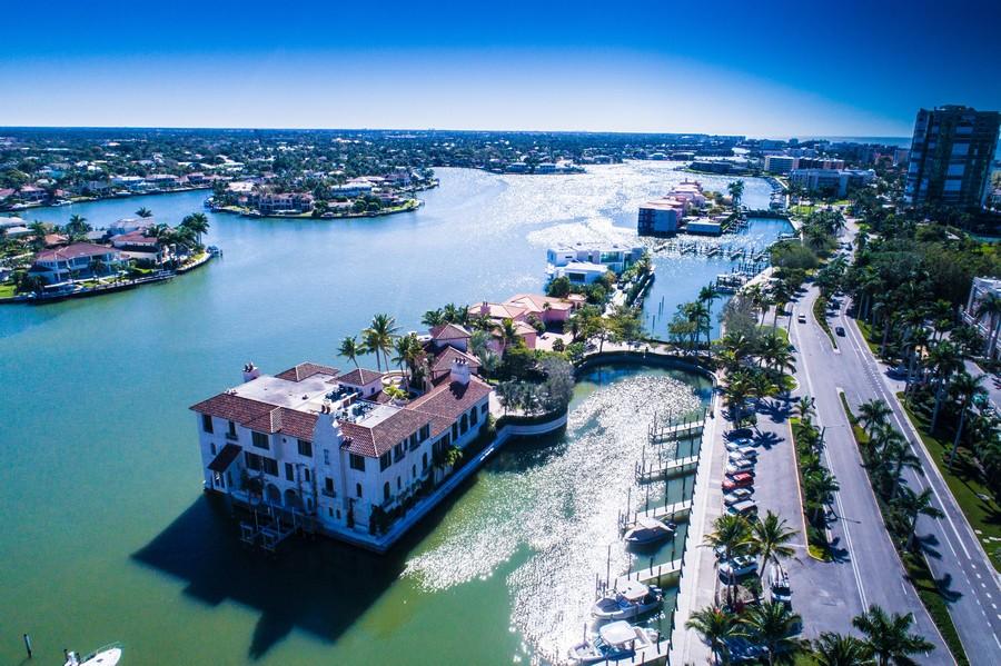 Real Estate Photography - 4031 Gulf Shore Blvd, N PH2D, Naples, FL, 34103 - Venetian Bay