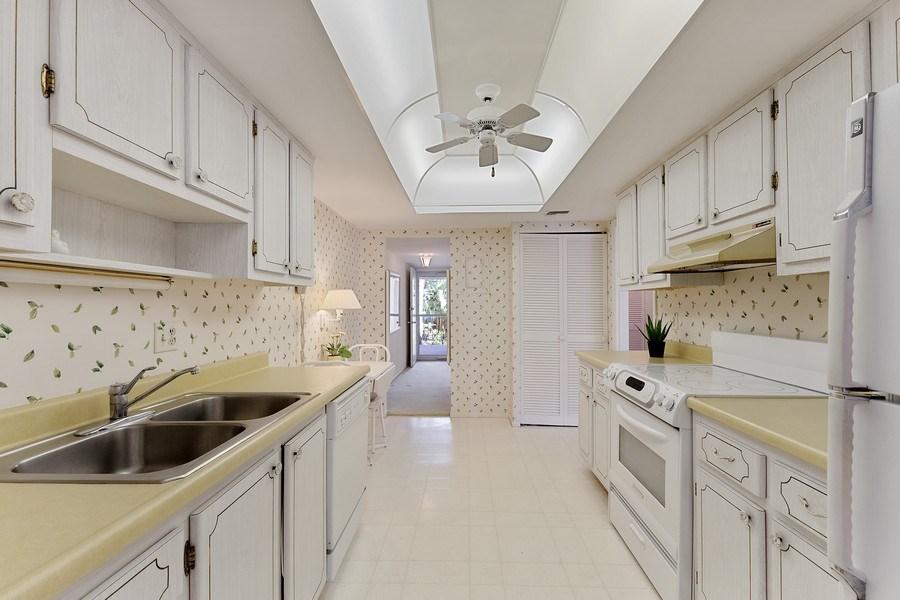 Real Estate Photography - 1930 Gulf Shore Blvd N, B201, Naples, FL, 34102 - Kitchen