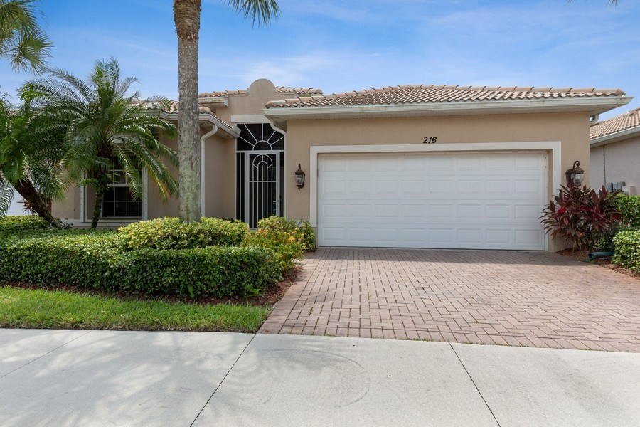 Real Estate Photography - 216 Glen Eagle Circle, Naples, FL, 34104 - Front View
