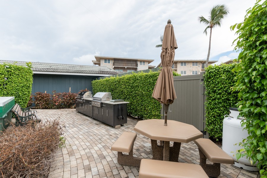 Real Estate Photography - 3410 Gulf Shore Blvd N, 202, Naples, FL, 34103 - Grills