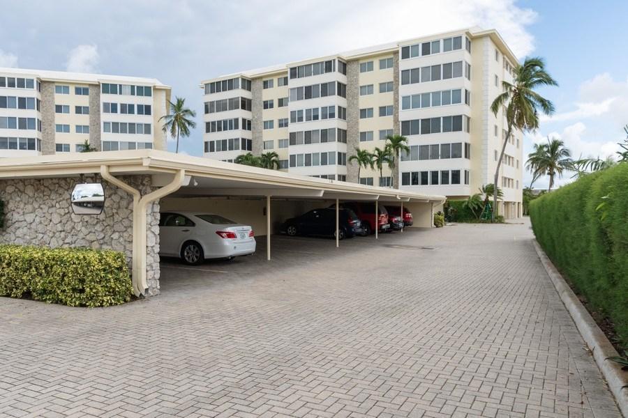 Real Estate Photography - 3410 Gulf Shore Blvd N, 202, Naples, FL, 34103 - Harborside West