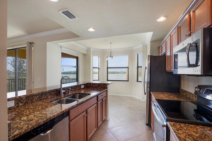 Real Estate Photography - 17941 BONITA NATIONAL BLVD. 323, BONITA SPRINGS, FL, 34135 - Kitchen