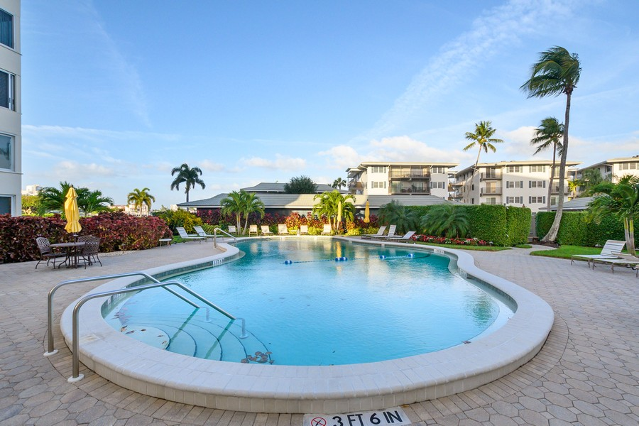 Real Estate Photography - 3410 Gulf Shore Blvd N, 301, Naples, FL, 34103 - Pool