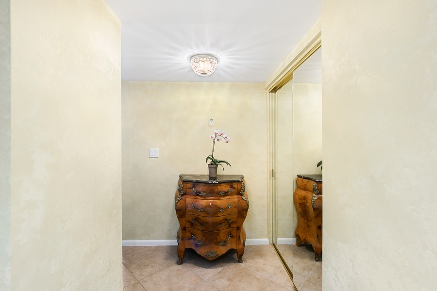 Real Estate Photography - 3410 Gulf Shore Blvd N, 301, Naples, FL, 34103 - Foyer