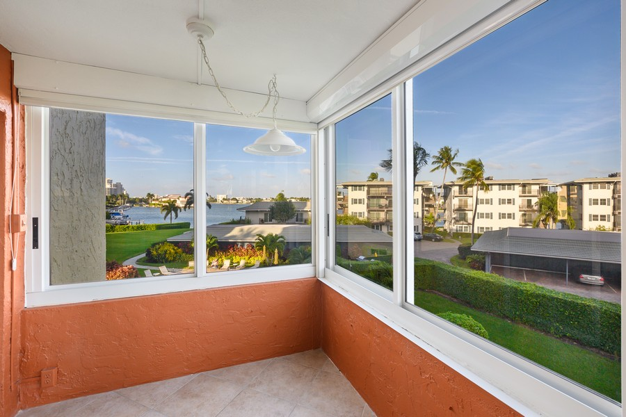 Real Estate Photography - 3410 Gulf Shore Blvd N, 301, Naples, FL, 34103 - Patio