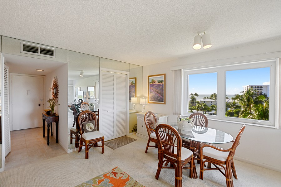 Real Estate Photography - 2150 Gulf Shore Blvd N, 601, Naples, FL, 34102 - Dining room