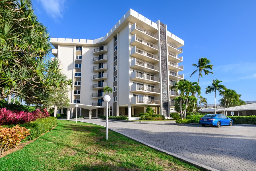 Real Estate Photography - 2150 Gulf Shore Blvd N, 601, Naples, FL, 34102 - Front View